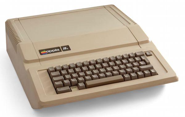 1983年に iPhone があったら? Apple IIe のような iPhone デザイン | トブ iPhone