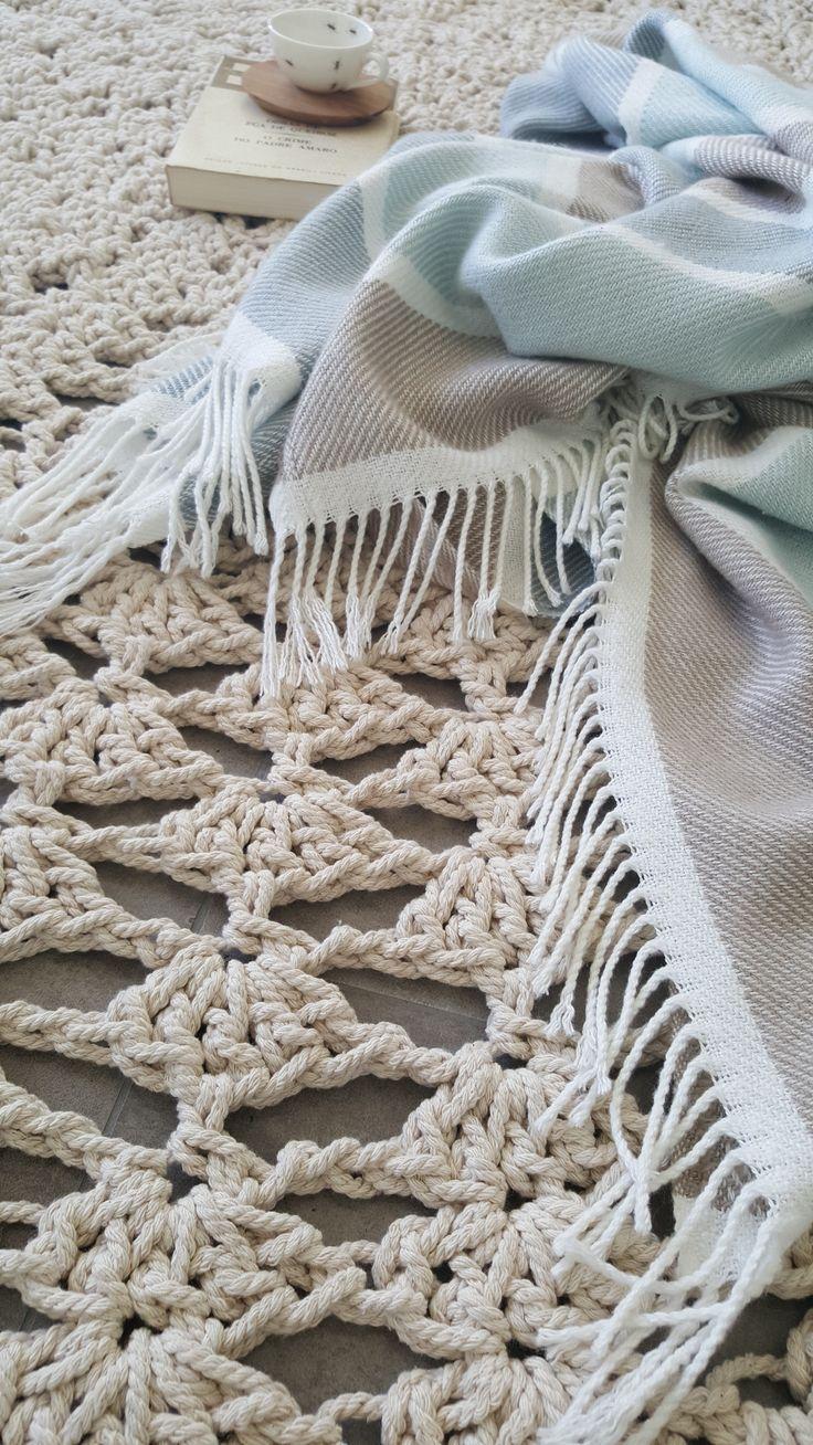Gorgeous 2 m D crochet mat.  Doilie Style.
