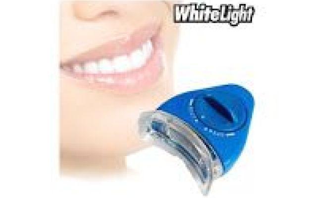 Lo sbianca denti White Light rimuove rapidamente le macchie dentali Lo sbianca denti White Light con la tecnologia avanzata degli ioni di luce, assieme al gel con formulazione specifica, rimuove rapidamente le macchie dentali superficiali causate dall'invecchiamento, #denti #bellezza #pulizia #white