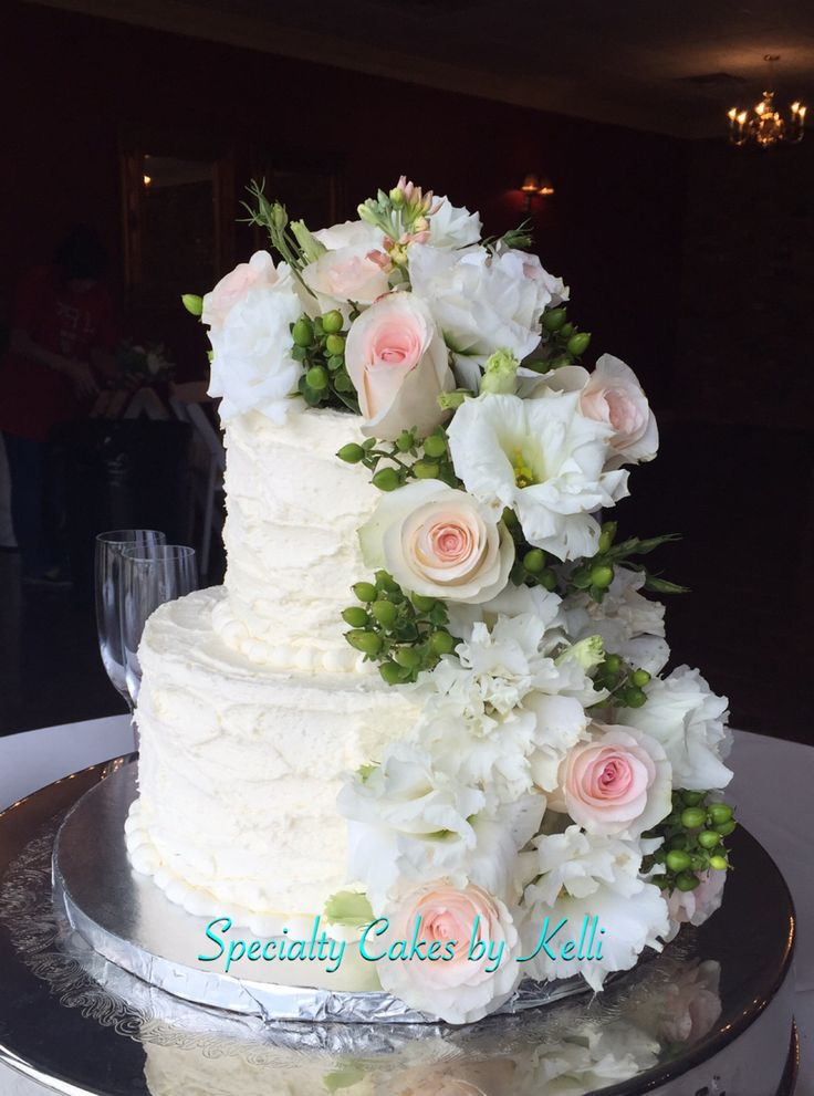 rustic wedding cakes without fondant rustic buttercream wedding cake with cascading roses 19573