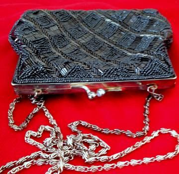 Wistful for days gone by? Check out this #Vintage #Beaded Handbag La Regale LTD by #Hoopties for $22.00