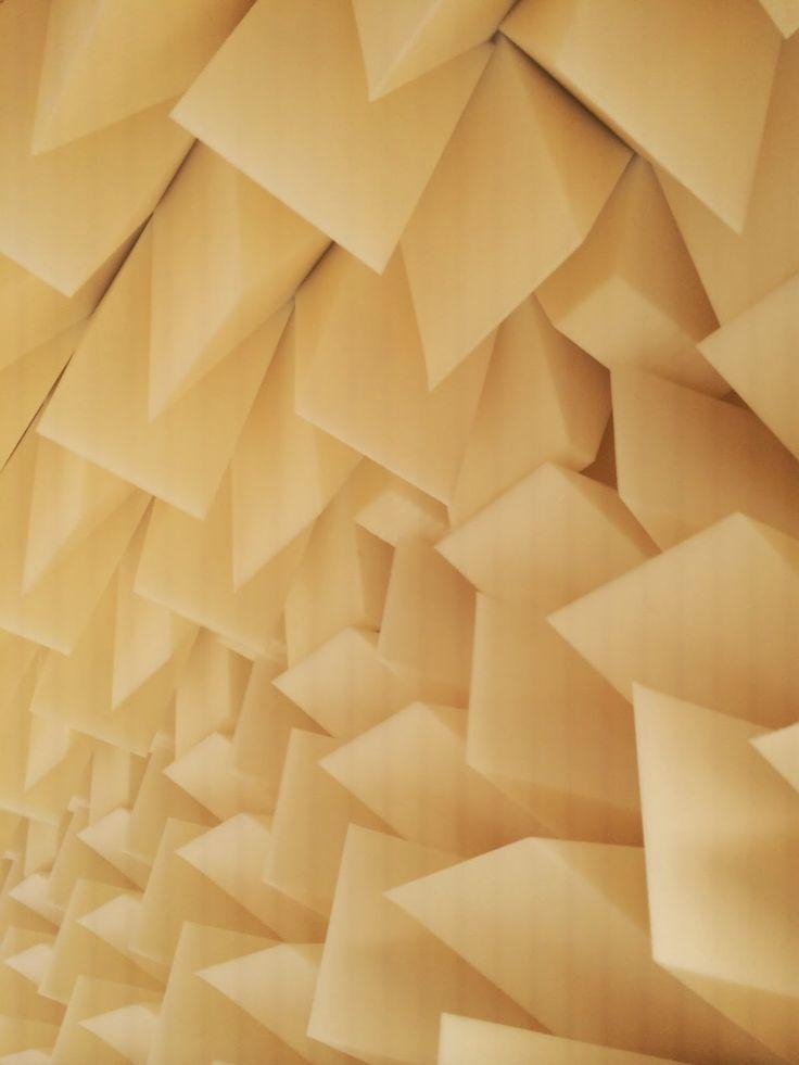 """Skumhuset på møbelmessen """"Salone del Mobile 2015"""" i Milano  Vi nåede lige at levere en hasteopgave, som viste sig at være en del af den udstilling som Designskolen Kolding havde med på dette års møbelmesse i Milano."""