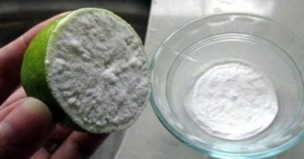 Γνωρίζετε τι συμβαίνει όταν συνδυάζετε το λεμόνι με τη μαγειρική σόδα; Αποδεικνύεται ότι ο συνδυασμός αυτών των δύο υλικών είναι πολύ αποτελεσματικός ακόμη