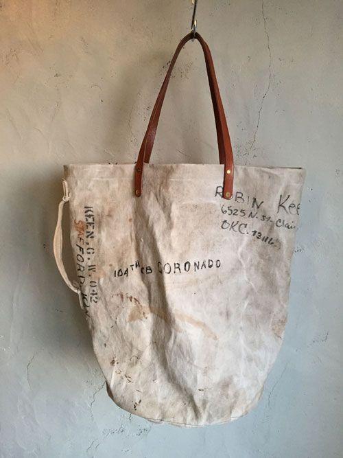 今日はリメイクのビッグトートバッグを作ってみました。 かなり大容量のバッグです。  元は40年代のU.S.NAVYのダッフルバッグです。 当時のステンシルの他、手書きでぐるりと住所や名前が入ってます。