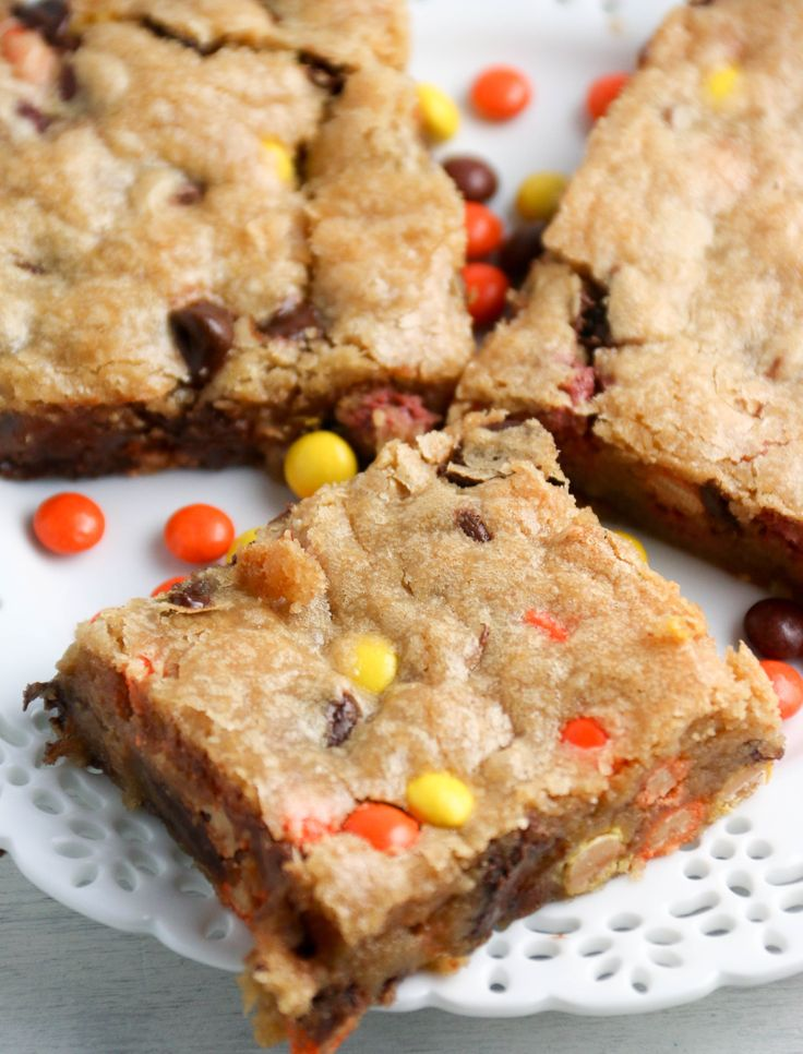 This peanut butter blondie recipe with Reese's pieces are seriously to die for. These take about 10 minutes to throw together and bake up in less than 30. Throw in some chocolate chips for the best dessert ever. So you know you have a winner of a dessert on your hands when your friends hideView Post