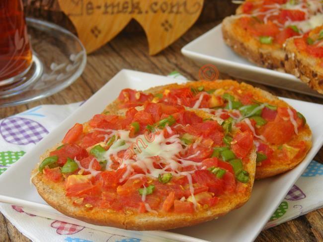 Bayat ekmeklerinizi değerlendireceğiniz lezzetli, pratik ve kolay bir kahvaltılık tarif...