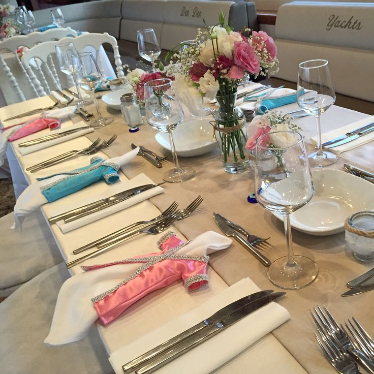 Pink&blue kaftans as napkin accessories on a boat henna party at Bosphorus. #duygununkinasi2015