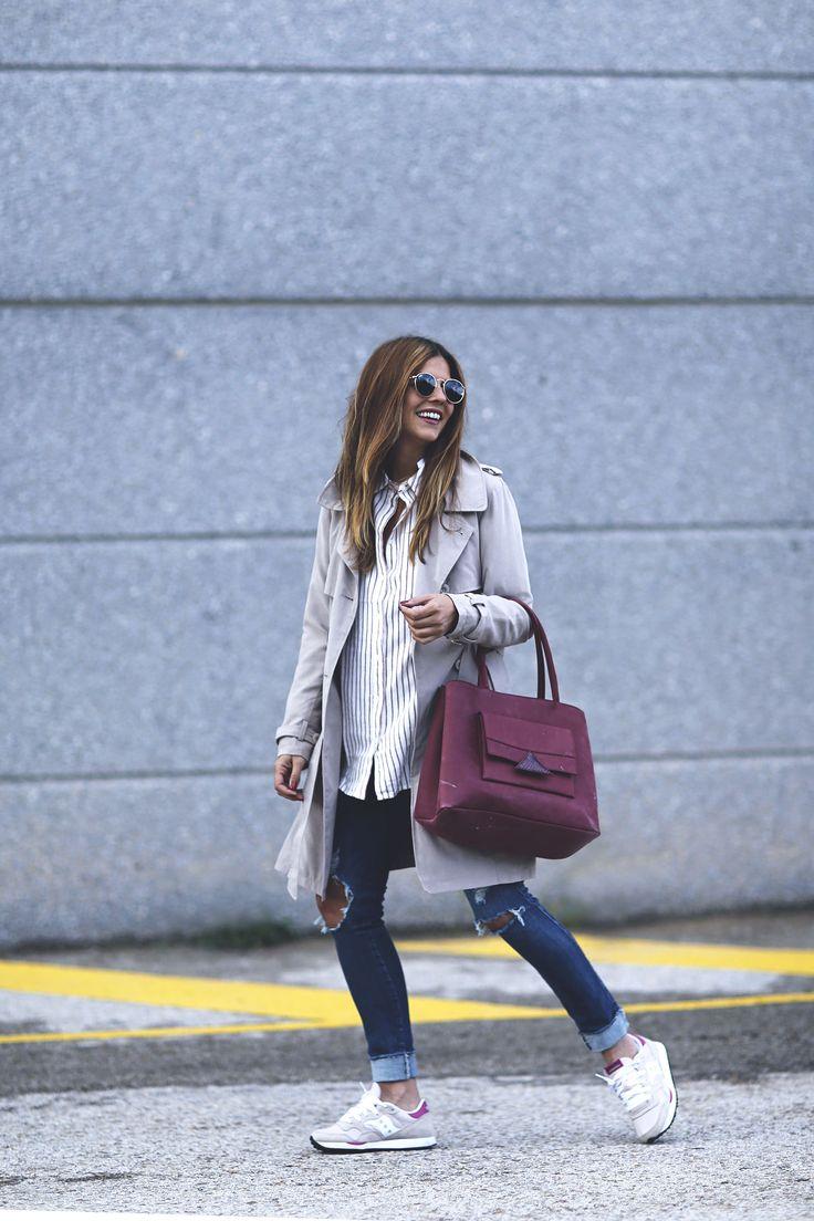 trendy-taste-look-outfit-sneakers-saucony-tita-madrid-trench-gabardina-denim-jeans-primavera-7