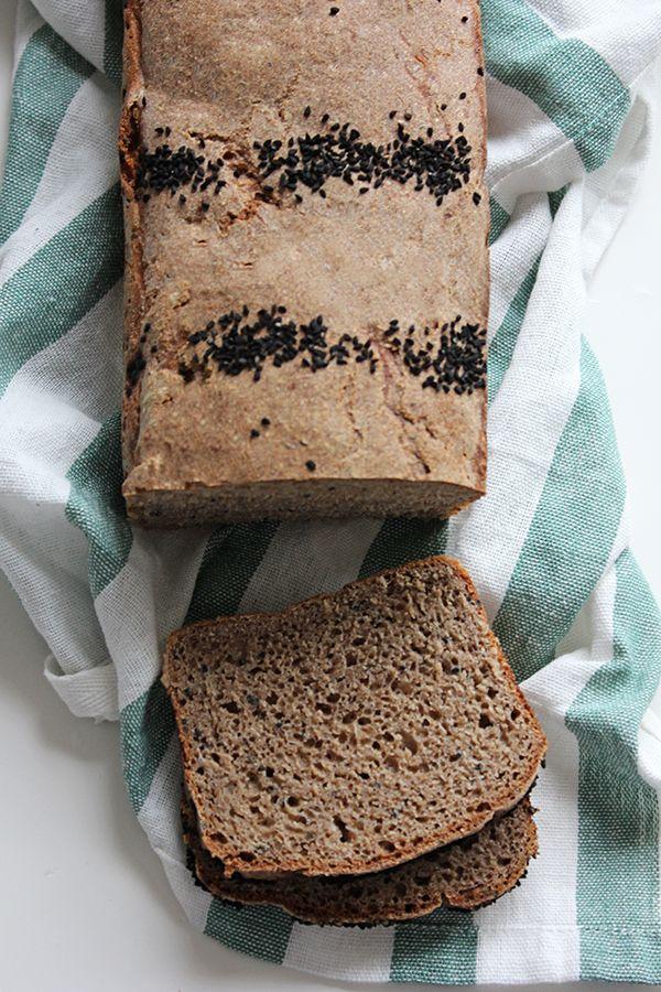 Pełnoziarnisty chleb z czarnuszką na zakwasie