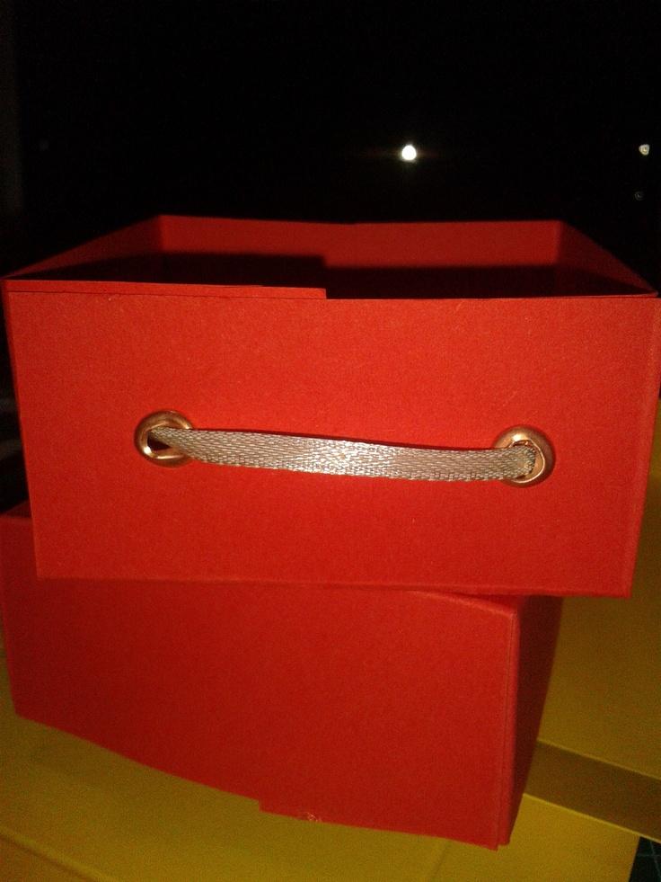 Scatolina porta ovetti stile valigia
