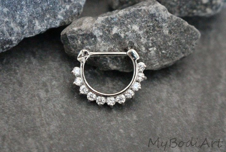 Product Information - Product Type: Clicker - Gauge Size: 16 Gauge (1.2mm) - Piercing Dimensions: 15mm(L)*20mm(W)*3mm(T) Clicker Segment Length: 9mm Crystal Clicker in 16G Gold for Septum Clicker, Dai