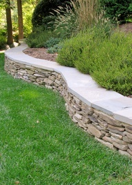 Retaining wall - Landscaping and Hardscaping. Want that wide bench on the edge of the retaining wall.