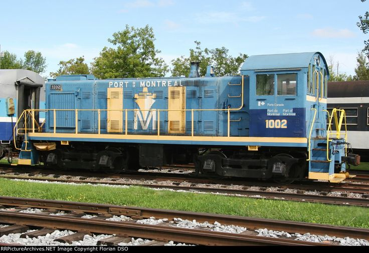 ( S-3). National Harbours Board  #1002.  Built in 1951 by Montreal Locomotive Works.  .