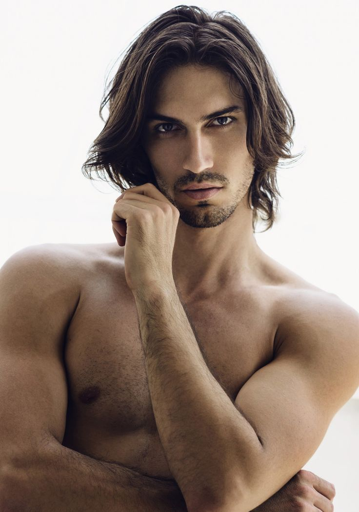 Long Hair Men In All Its Splendor : Photo