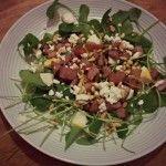 Salade van winterpostelein, rode aardappel en geitenkaas