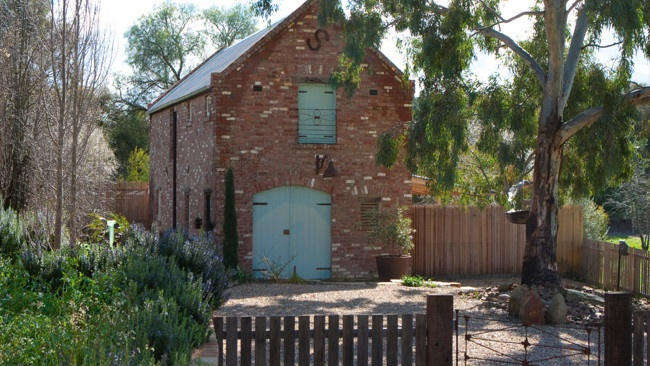 Brick barn on the outskirts of Castlemaine