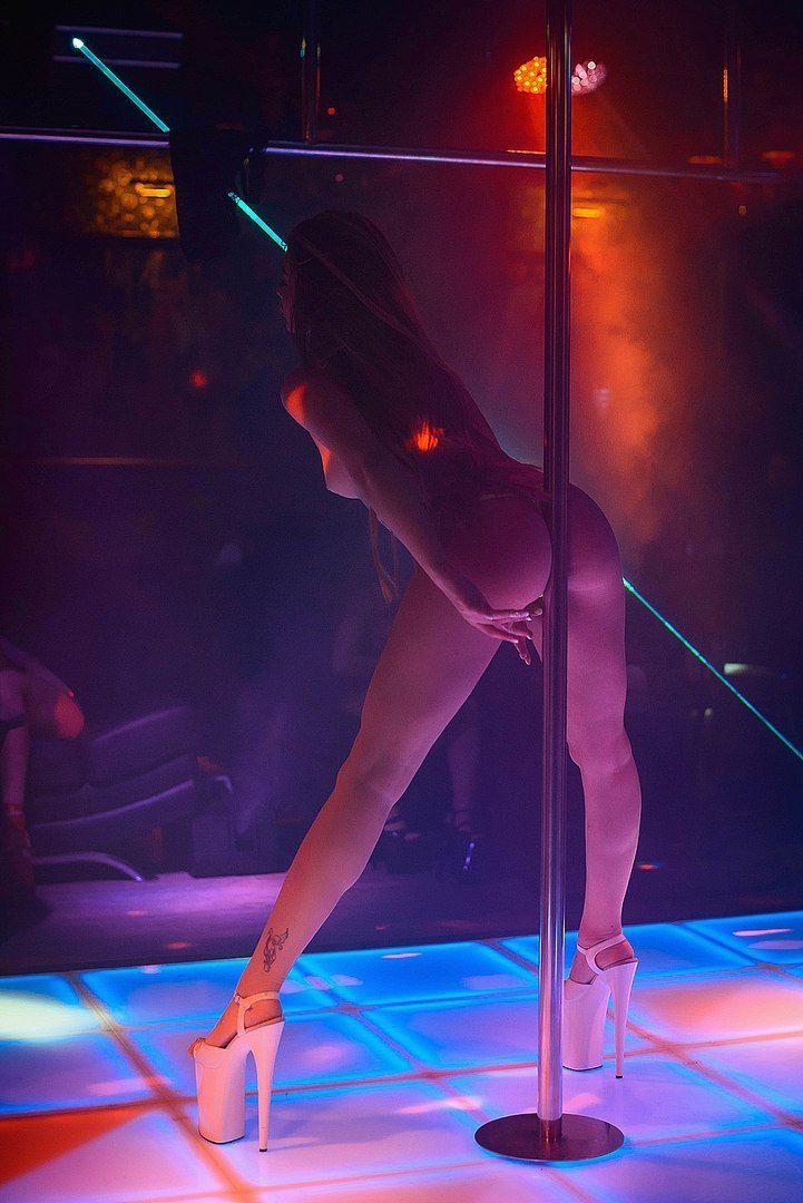 Полной видео стриптиз клубе приватный танец групповое порево писсинг