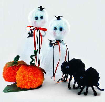 clover halloween with pom pom maker - Halloween Pom Poms