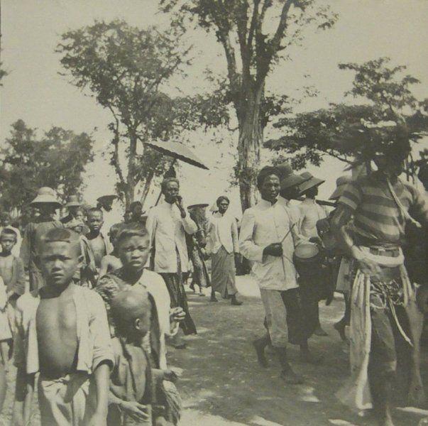Upacara mengarak pengantin di Madioen 1922.