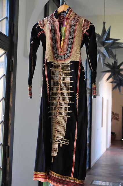 Hello Antique hand embroidered Yemeni dress