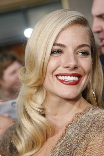 Sienna Miller: Boxes Offices, Offices Beauty, Bridal Hairs, Hairs Styles, Beauty People, Dark Fashion, Styles Crushes, Fashion Flower Fun Summ, Fashion Flowers Fun Summ