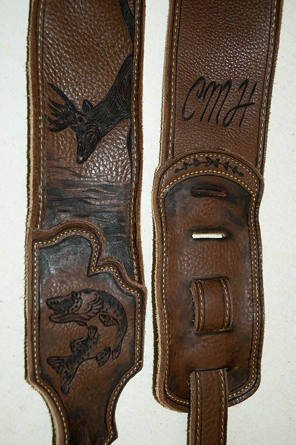 WITH YOUR NAME CUSTOM MADE LEATHER GUITAR STRAP BLACK//WHITE LETTERS /& CONCHOS