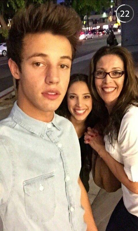Cameron Dallas, Sierra Dallas and their mom
