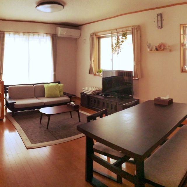 みんなどうしてる?縦長リビングの家具配置&インテリア | RoomClip ... 窓側にソファーで広々