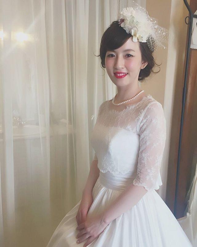 * * クイックチェンジは hairはそのままで @hanamichimariage  さんの ウェディングハットにチェンジ♡ * は赤リップにチェンジ * * #ウェディング #マリhair  #プレ花嫁