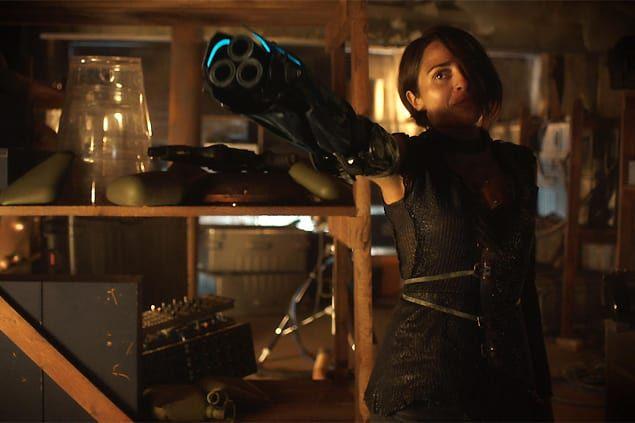 clara-robot-arm-girl-killjoys-s2e1 (635×423)