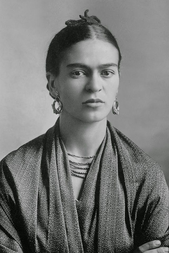 vintage everyday: Rare and Beautiful Portraits of Young Frida Kahlo by Her…