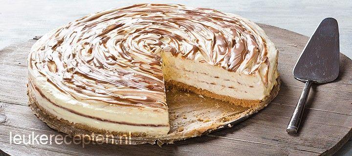 Cheesecake met chocolade en karamelsaus die niet gebakken hoeft te worden in de oven