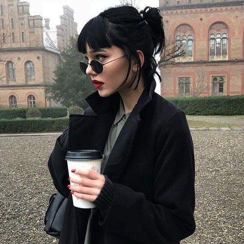 Nette kurze Haarschnitte und Art-Frauen