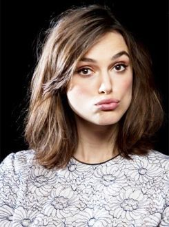 whats that a hat crazy funky junky hat over slept hair is ugly trying to look like Keira Knightley we have been there we have done that we see right thru your funky hat.