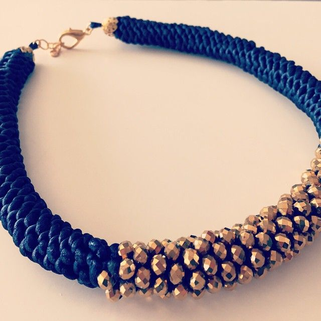 Collar crochet azul. #jetzi #destiny #joyas - www.jetzi.com