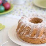 Babka piaskowa z wanilią to ciasto, bez którego nie wyobrażam sobie Wielkanocy! Czy dla Was też babka to stały element menu wielkanocnego? Pyszna babka z wyraźną nutką wanilii, zawdzięcza swój smak Cukrowi z wanilią Dr. Oetkera - to nowość, którą pokochałam :) Babka piaskowa nie potrzebuje wielu dekoracji - ja swoją oprószam cukrem pudrem. Smakuje wszystkim :) Zachęcam do spróbowania babki piaskowej z mojego przepisu.:)