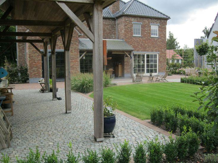 Meer dan 1000 idee n over blauwe hardsteen terras op pinterest patio stenen patio 39 s en buiten - Tuin landscaping fotos ...