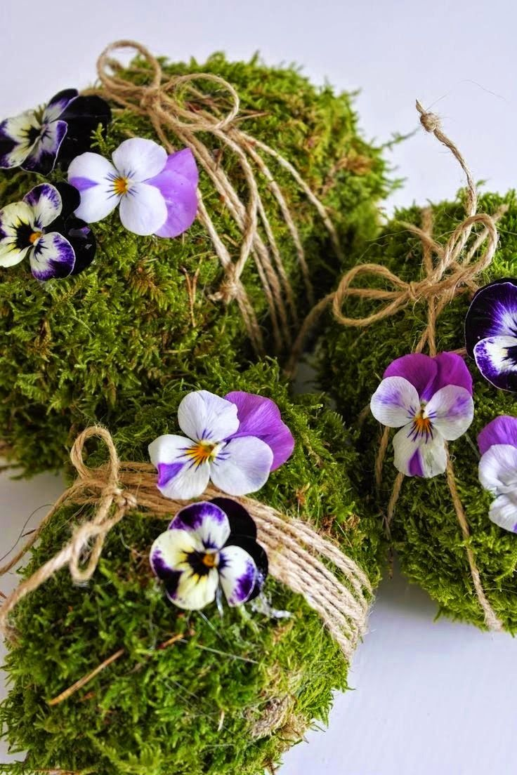 For the Easter table, beautiful moss eggs.