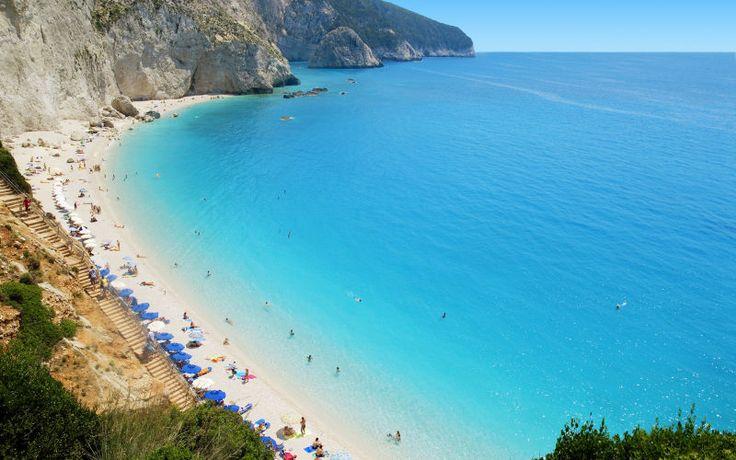 Lefkaksen saarella on aina jotain tekemistä.  Tämä kauneudestaan tunnettu saari on saanut nimensä valkoisista (kreikaksi lefkos) kallioista, jotka laskeutuvat mereen saaren eteläkärjessä. www.apollomatkat.fi #Lefkas #Kreikka
