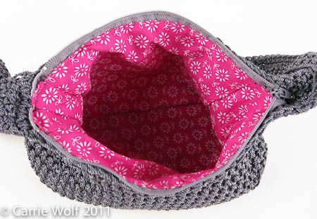 How to insert a zipper and line a crochet purse tutorial, tutorial