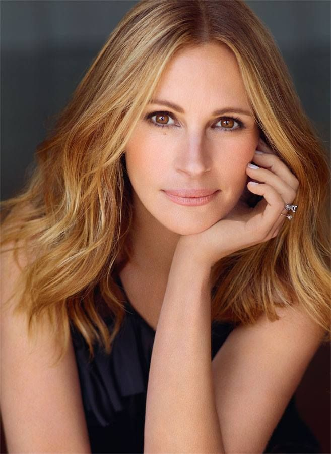 JULIA ROBERTS (1967): Actress of film and tv, winning the Academy Award for Best Actress, a Golden Globe, a BAFTA and a Screen Actors Guild Award for her portrayal of Erin Brockovich (2000).  She also won two Golden Globes for Steel Magnolias (1989) and Pretty Woman (1991).  She is known for her work on other successful films such as, The Pelican Brief (1993), Mary Reilly (1996), The My Best Friend's Wedding (1997), Notting Hill (1999), Runaway Bride (1999), The Hoax (2001) and Closer…