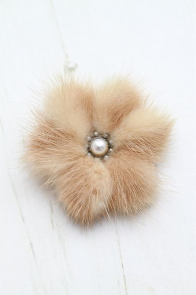 fur broochs   1940s B & E Stratton Light Brown Cream Mink Fur Brooch