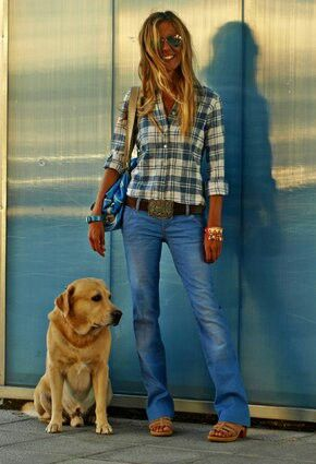 I need more flannel plaid shirts and boot cut jeans in my life! Love the color of the shirt and the nice long jeans. ~Ali