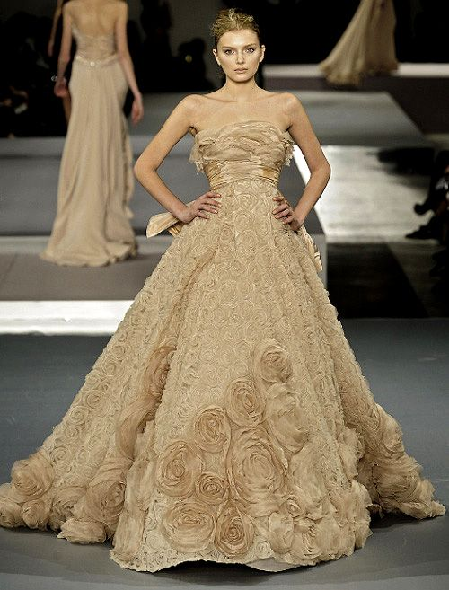 17 best images about elie saab on pinterest runway for Haute couture pronounce