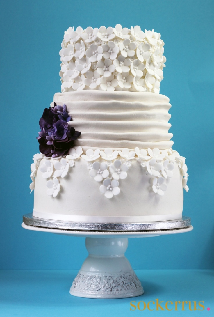 wedding cakes small gorgeous cake i the simplicity of it and the pop of 25478
