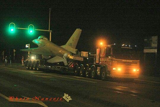 Scania. speciaaltransport. Zw.trantsport. uitschuiftreler. F 16