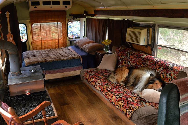 Cozy School Bus Conversion in Shepherdstown - Get $25 credit with Airbnb if you sign up with this link http://www.airbnb.com/c/groberts22