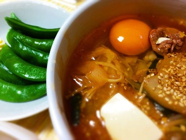 スンドゥブ風スープと、サラダ代わりに、まだまだたくさんあるスナップえんどう。 - 2件のもぐもぐ - スンドゥブ風スープ。 by masami215