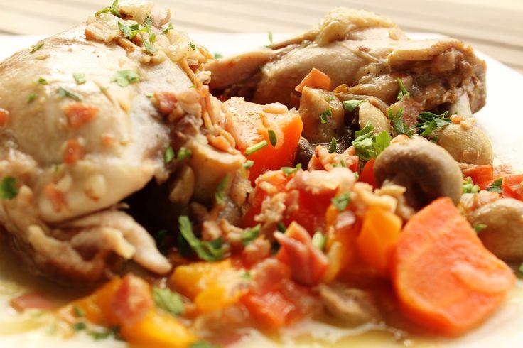 Κοτόπουλο με λαχανικά και μπέικον