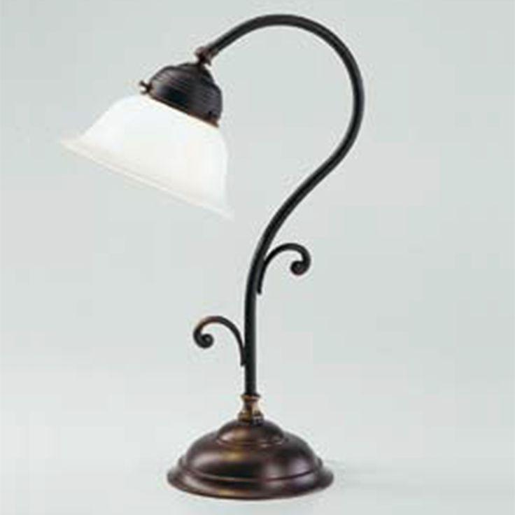 Die Messing Tischleuchte Q5-11 opB aus der Kollektion der handmontierten Berliner Messinglampen ist ein wundervolles Wohnaccessoire